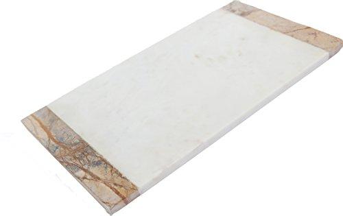 Tagliere in marmo a due colori. Marmo marrone naturale ai lati e classico marmo bianco al centro. Ideale come tagliere e come piatto da portata per formaggi e dolci. 38 cm x 20 cm x 1,4 cm. Elegante design combinato.