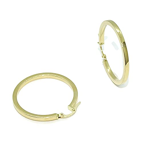 Pendientes aros de oro amarillo de 18k brillo de tubo cuadrado de 2mm de ancho y 2.80cm de diámetro exterior. Cierre fácil click Peso, 1.90gr