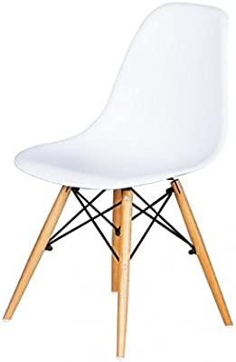 Silla de comedor estilo nórdico con asiento blanco y patas de madera