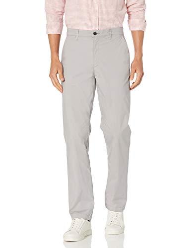 Amazon Essentials Leichte Stretch normaler Passform Hose, Hellgrau, 32W / 29L