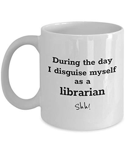 Divertida taza de caf para bibliotecarios: durante el da me disfraz - taza de cermica de regalo para bibliotecarios y tcnicos