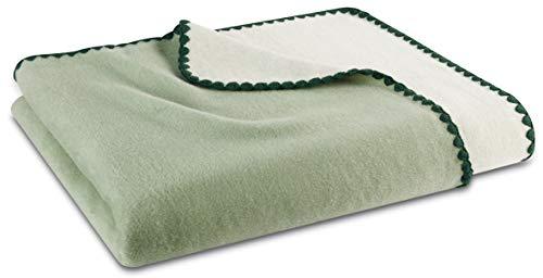"""biederlack® flauschig-weiche Kuschel-Decke I Made in Germany I Öko-Tex Made in Green I nachhaltig produziert I Wohn-Decke """"Shell"""" aus Baumwolle in Salbei-Ecru, Sofa-Decke in 150x200 cm"""