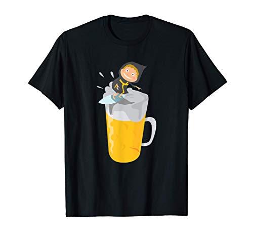 Münchner Kindl surft einen Maß Krug Bier wie auf der Isar T-Shirt