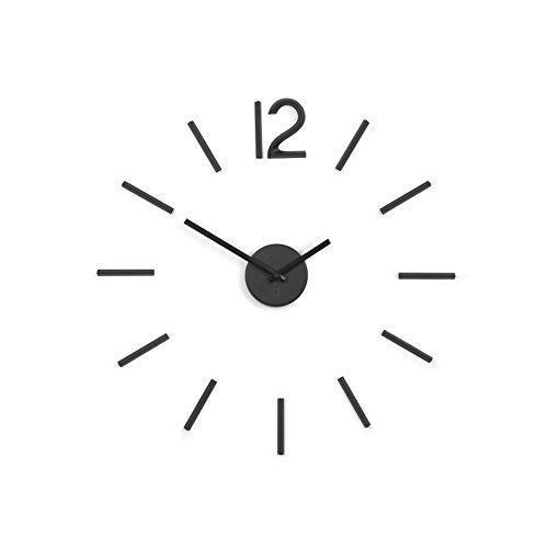 Umbra Blink, Moderne und Minimalistische DIY Quarz Wanduhr ohne Rahmen, Ziffern zum Aufkleben, Wanddekoration für Küche, Büro, Schlafzimmer und Wohnzimmer, Metall, Schwarz