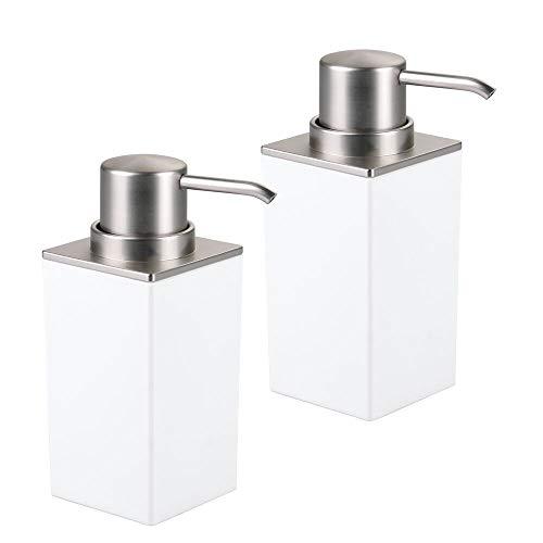 mDesign 2er-Set eckiger Seifenspender wiederbefüllbar – 296 ml Füllmenge – besonders einfach zu dosieren – edler Pumpseifenspender bzw. Lotionspender aus Kunststoff – weiß/silber