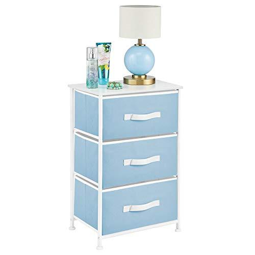 mDesign Mesita de noche con 3 cajones – Cajoneras para armarios fabricadas en tela, metal y MDF – Cómoda pequeña decorativa para el dormitorio o el salón –azul claro y blanco