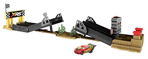 Disney Cars GFM09 - XRS Xtreme Racing Serie Dragster Rennen Spielzeugauto Spielset mit Lightning McQueen Fahrzeug, Spielzeug ab 4 Jahren