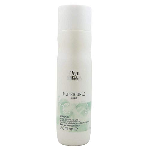 commercial petit shampoing cheveux bouclés puissant