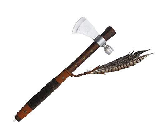 Tomahawk mit Stahlklinge und Leder umwickelten Stiel und Federn