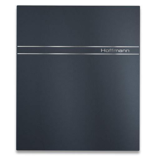 Metzler Briefkasten in Anthrazit RAL 7016 - modernes Design - Streifen aus Edelstahl - Briefkasten mit Gravur & Zeitungsfach - Briefkastenständer & Türanschlag wählbar, Größe: 35,5 x 43,5 x 10 cm