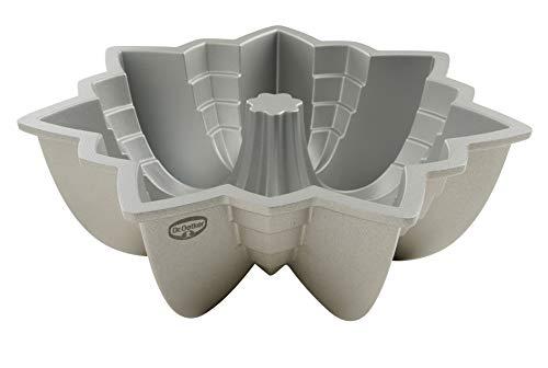Dr. Oetker Gugelhupfform Ø 23 cm Back Kunst, Backform für Gugelhupf, Bundform mit Antihaftbeschichtung für eindrucksvolle Kreationen, hochwertige Kuchenform (Farbe: Creme-Metallic)