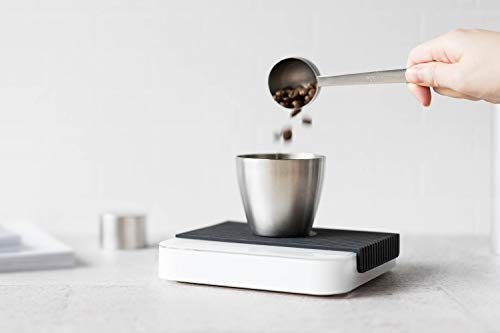 measuring coffee with the Acaia Pearl
