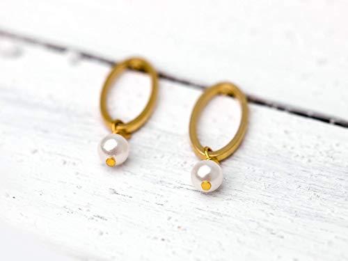 Schlichte zierliche Perlen-Ohrringe matt vergoldet, ovale Ohr-Stecker mit Muschelkern-Perle, das perfekte Geschenk für Sie