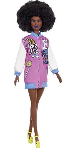 Barbie Fashionista Muñeca afroamericana con chaqueta beisbolera y accesorios de moda (Mattel...