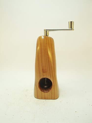 Muskatmühle Unikat aus dem Holz einer Ebereschemit schweizer Schneidwerk
