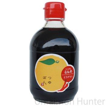 つゆぽん とうがらし 150ml×6本 平和亭 ゆず果汁の生搾りのみ100%使用 香り高く、秘伝のそばつゆが旨い! お酢を使っていないので、酸味の苦手な方にもオススメの万能調味料 島根県産の赤唐辛子を使用で味わいしっかり