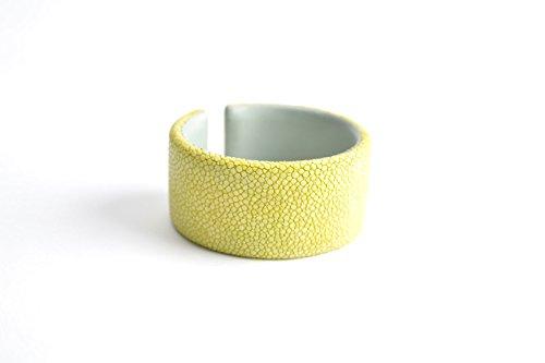 Trend Armband 'Gigi' Rochenleder für Damen und Mädchen Armreifen gelb grün Arm-Reif Armspange Armschmuck für Frauen Neon