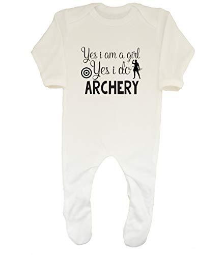 Shopagift Baby-Schlafanzug mit Aufschrift Yes I am a Girl Yes I do Archery Gr. 56, weiß