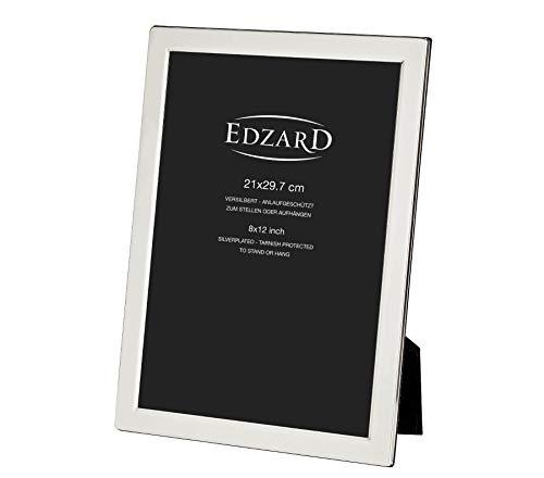 EDZARD Bilderrahmen Salerno für Foto DIN A4 (21 x 29,7 cm), edel versilbert, anlaufgeschützt, mit Samtrücken, inkl. 2 Aufhängern, Fotorahmen für Zertifikate zum Stellen und Hängen