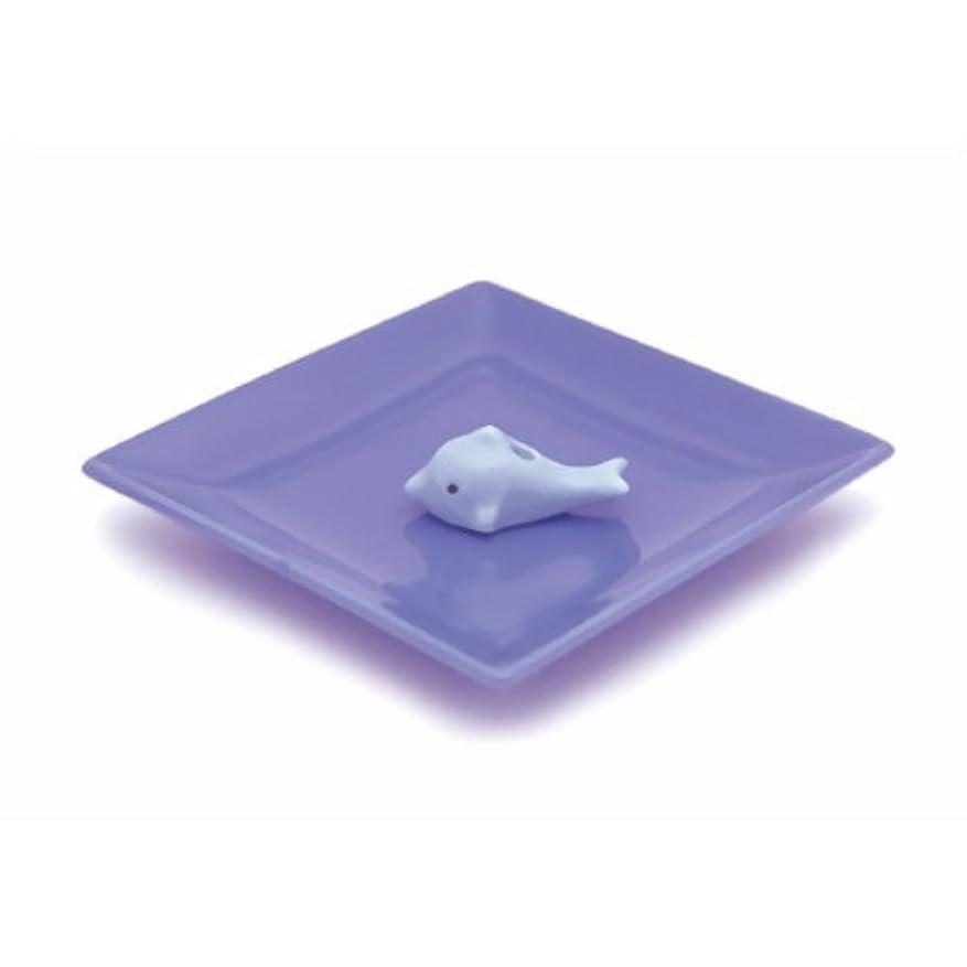 テーブルを設定するテープドラム陶器香皿&イルカ香立ブルー