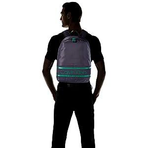 31YrDLtxtSL. SS300  - Calvin Klein Striped Logo Round Backpack - Mochilas Hombre