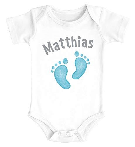SpecialMe® Baby Body mit Namen Bedrucken Lassen Babyfüße Fußabdruck Geschenk zur Geburt Kurzarm Bio Baumwolle Jungs weiß 0-3 Monate