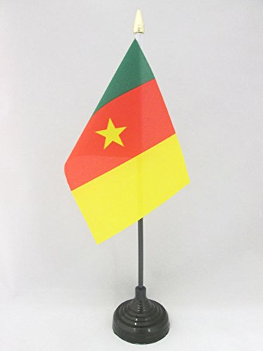 AZ FLAG TISCHFLAGGE KAMERUN 15x10cm goldene splitze - KAMERUNISCHE TISCHFAHNE 10 x 15 cm - flaggen
