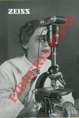 Microfotografia con microscopio.