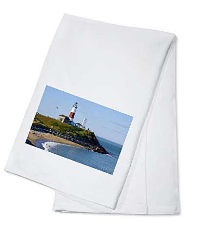 Lantern Press New York - Lighthouse at Montauk Point 9018739 (100% Cotton Kitchen Towel)