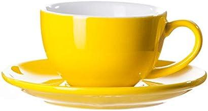 فنجان قهوة وصحن من السيراميك