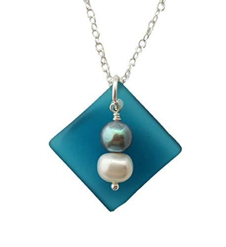 """Die """"Balance of Life"""" - ein Hawaii Lebensstil und Mentalität, Curved Teal Seeglas Halskette mit Weiß und Lila natürlichen Perlen. (Hawaii Geschenk verpackt, individuell gestaltete Geschenk-Message)"""