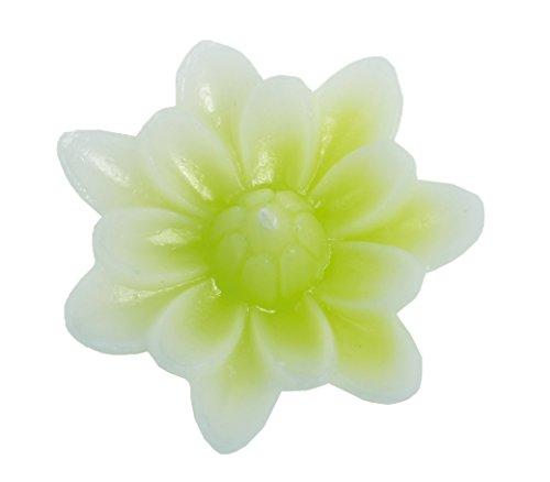 Bougie florale. Bougie flottante de jardin en forme de bougie nénuphar, couleur lilas. La bougie est en cire. Dimensions de la bougie fleur nénuphar flottante 8,5 x 3 cm de haut (vert)