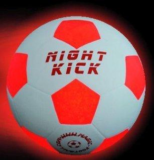 Balón de Fútbol que se Ilumina: El Original NIGHT KICK incl. Bomba de balón y pilas reservas - LED Interior se enciende cuando se patea – Brilla en la Oscuridad