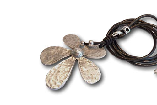 chrissona® Lederkette mit Blume, lässig lange Blumenkette, Geschenk, Frau, schwarzes Echtleder, Kettenlänge 86 cm mit Karabinerverschluss aus Edelstahl