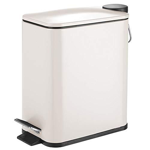 mDesign Papelera de baño rectangular – Cubo metálico de 5 litros con pedal, tapadera y cubo interior de plástico – Elegante contenedor de residuos para baño, cocina y oficina – beige