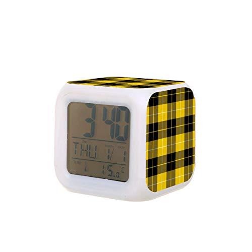 Barclay LED-Digitalwecker im Schottenkaro, Kalender, Temperatur, buntes Nachtlicht, Schlafzimmer-Uhr, Schreibtischuhr, batteriebetrieben