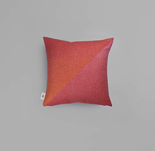 Roros Tweed PORTØR Sofakissen   Kuschelkissen aus norwegischer Lammwolle   Design von Kristine Five Melvær   Kissenmaße: 50x50cm (101302 hagebutte)