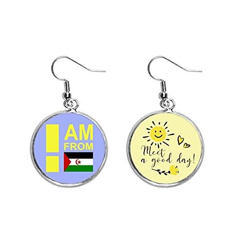 Pendientes con diseño de flor de sol con texto en inglés 'I Am From Western Sahara Art Deco'
