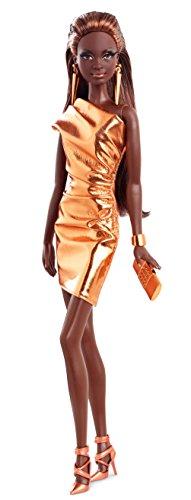 Mattel BCP86 – Barbie sur Le Tapis Rouge, Robe Bronze Assortie.