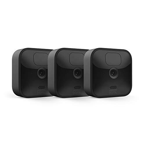Blink Outdoor, Videocamera di sicurezza in HD, senza fili, resistente alle intemperie, batteria autonomia 2 anni, rilevazione movimento   3 videocamere