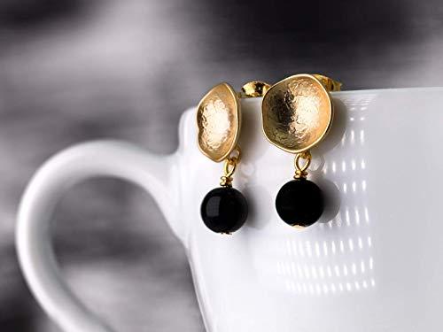 Onyx-Ohrringe Gold-Schwarz, schlichte runde Ohr-Stecker, matt-vergoldete moderne Kelch-Ohrringe, handmade Geschenk für Sie