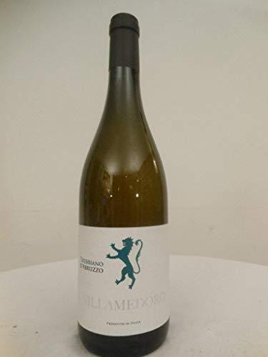 trebbiano villa medoro blanc 2012 - abruzzo italie: une bouteille de vin.