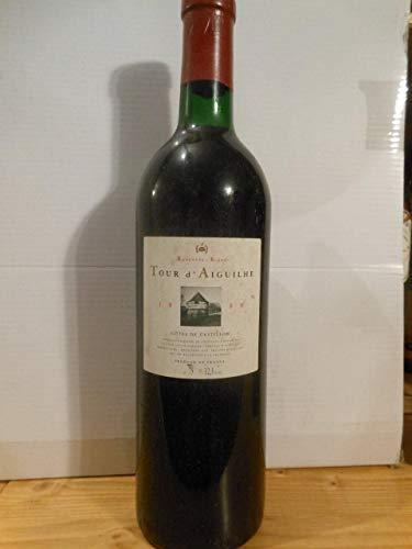 côtes de castillon tour d'aiguilhe rouge 1989 - bordeaux france: une bouteille de vin.