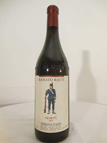 nebbiolo d'alba renatto ratti ochetti rouge 2010 - piémont italie: une bouteille de vin.