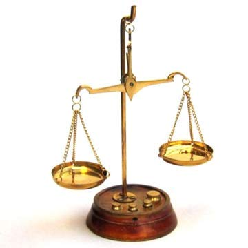 DRH Solid Brass Weighing Scale - Gram Weighing Scale to Measure Jewelry & Gemstones - with Weights - Lightweight Justice Scale - Perfect for Home or Office - Decor Gift for Anyone