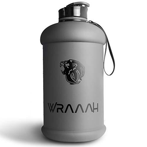 WRAAAH Sport Trinkflasche 2L I Edles 2 2 Liter Design I BPA Frei I Auslaufsicher I XXL Fitness Flasche I Robuste Water Jug für dein Training im Gym I Gross und Extra Stark I Wasserflasche mattgrau
