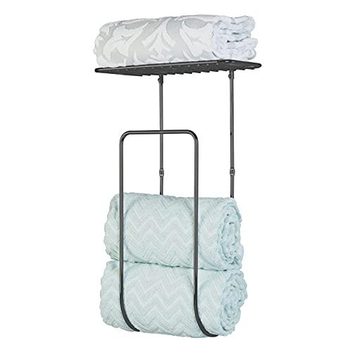 mDesign Moderno toallero de pared para el baño – Balda para baño grande con guarda toallas de metal – Estantería metálica ideal para toallas, manoplas y otros accesorios de baño – negro mate