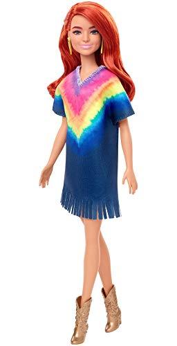 Barbie GHW55 - Barbie Fashionistas Puppe 141 (rothaarig) mit Jeanskleid im Batiklook und Fransen