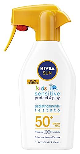 NIVEA SUN Maxi Spray Solare Kids Sensitive Protect & Play FP50+ in Flacone Spray da 300 ml, Protezione Solare senza Profumo, Crema Solare per Pelli Delicate
