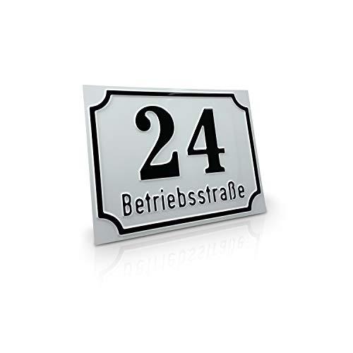 Betriebsausstattung24 Straßenschild mit Wunschtext | Wegschild o. Hausnummer | geprägtes Aluminiumschild mit Antiqua-Rand (20,0 x 15,0 cm, Weiß mit schwarzer Schrift)